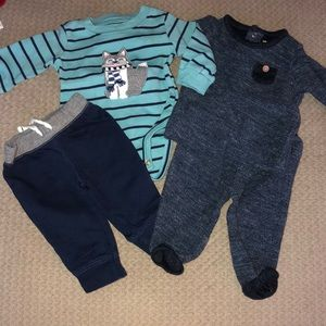 2 matching outfits Carters size 3 mos